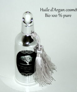 L'huile d'Argan cosmétique Pavillon Beauté, c'est l'assurance d'une huile pure à 100 %, qui respecte votre corps et l'environnement, elle s'applique en légers massages sur le visage, et sur l'ensemble du corps.